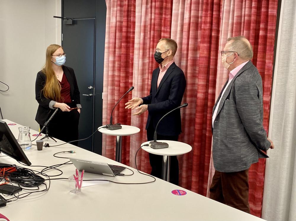 Kuvassa Amanda Aalto, Juha-Pekka Halmeenmäki ja Juha Mikkola Kuva: Eija Kaipainen-Perttula