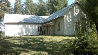 Iso-Äiniön työväentalo toimi yhdistyksen tiloina 1990-luvulle asti. Talo rakennettiin 1914-1917. Hirret saatiin lahjoituksina lähialueen maanomistajilta.